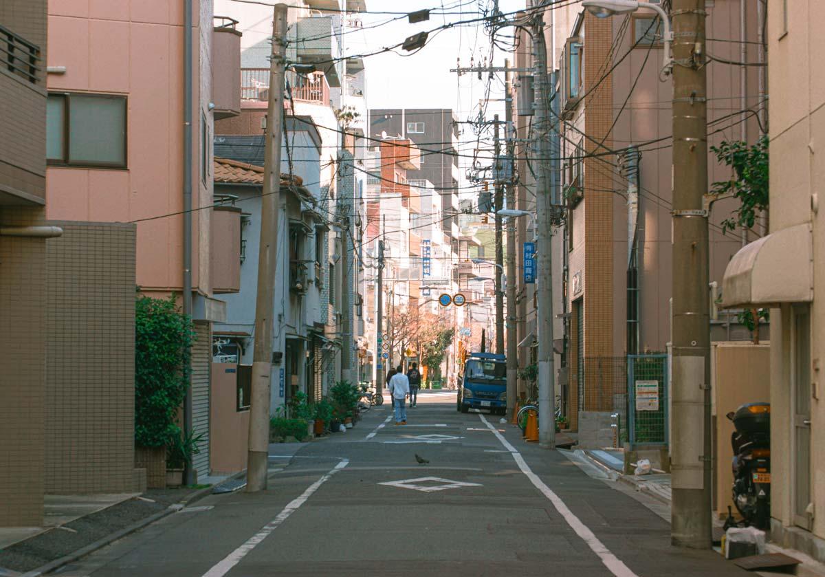 日本東京街道給人乾淨的印象。