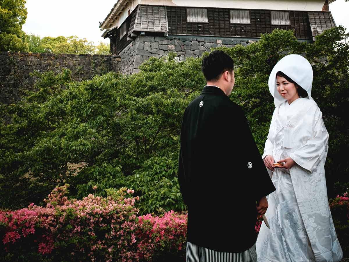 日本婚禮的傳統服裝,新娘會穿純白色的和式禮服。(圖/Christian Chen/Unsplash)