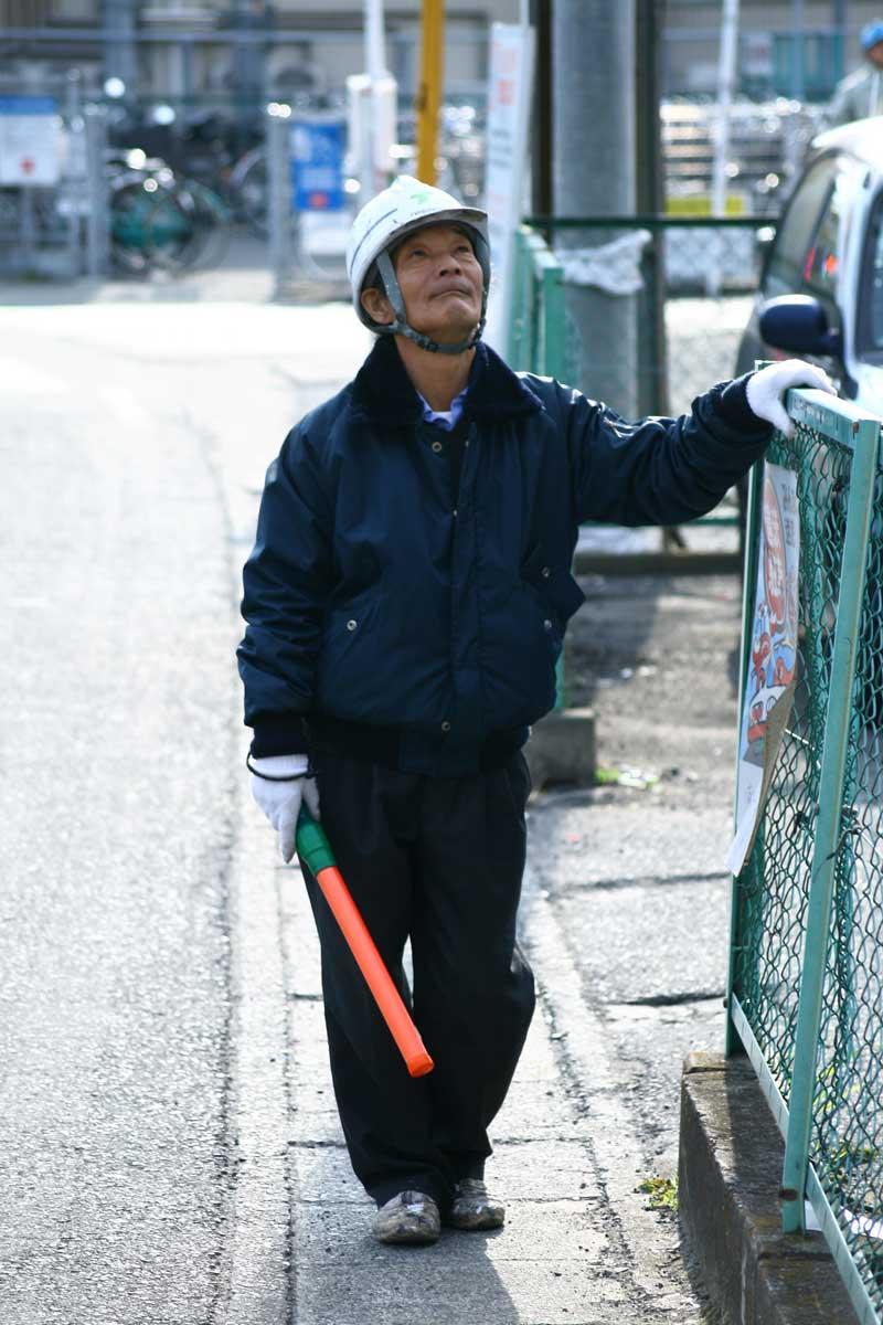 日本停車場一定有引導員協助控管秩序。(圖/iMorpheus/Flickr CC by 2.0)