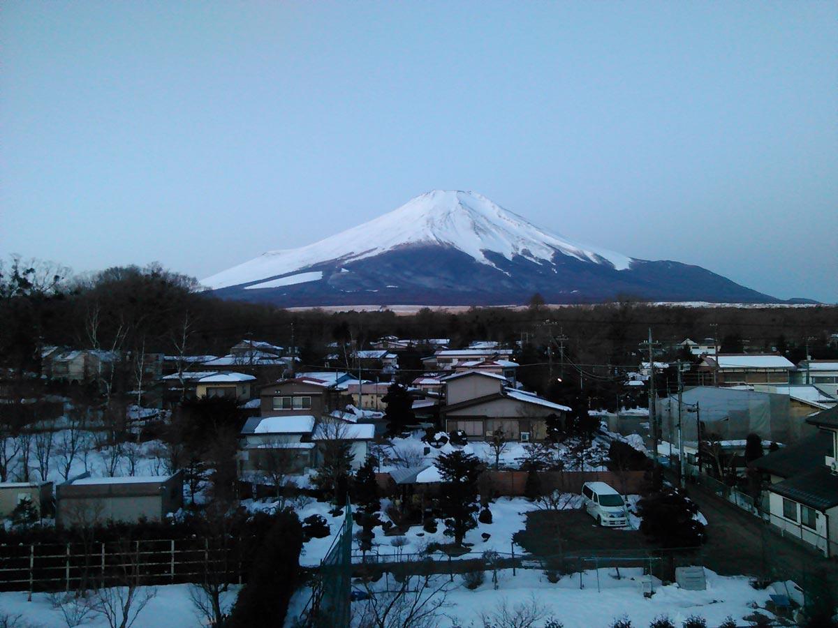 日本箱根溫泉飯店窗外看得到美麗的富士山。(攝影/施文華)