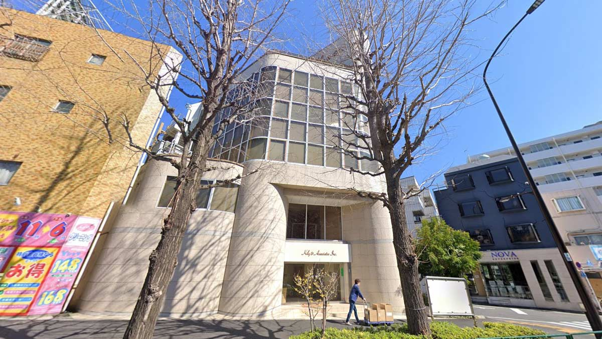 MA工法的輕軟石片有良好的追從性,可應用在曲面造型。圖為日本原廠位於東京的案例。(圖片來源/Google Map)