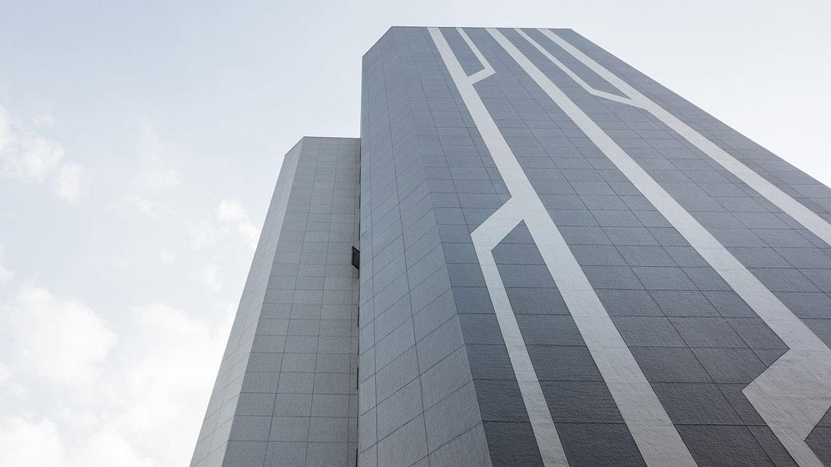 中菱大樓側立面的幾何線條,成為在街道上一眼望去最吸睛的風景。