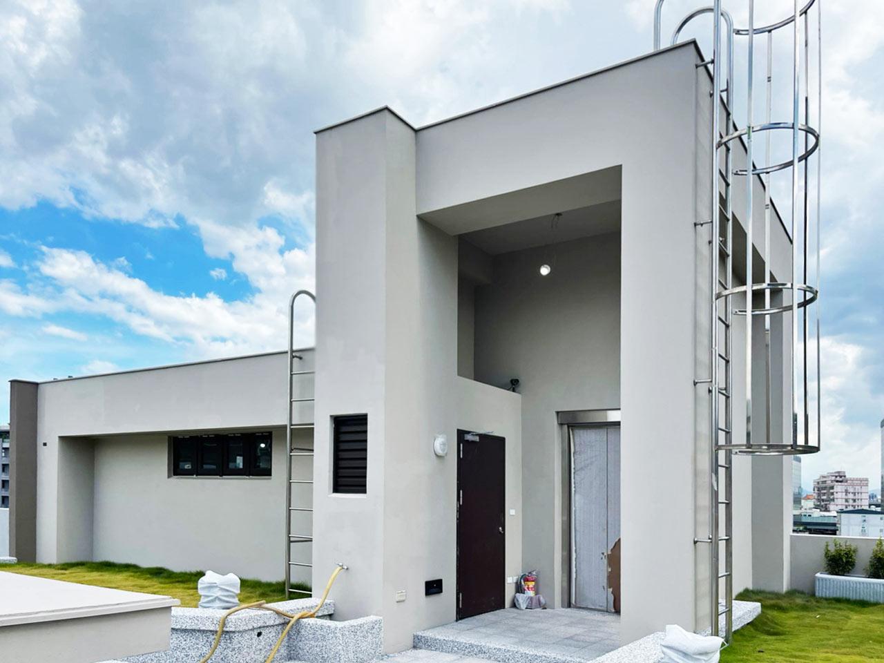 懿德發公司的新建廠房,頂樓使用SF工法以抵禦戶外氣候。